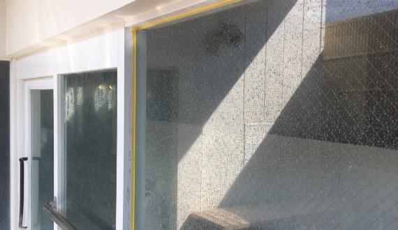 窓ガラスウロコ汚れ