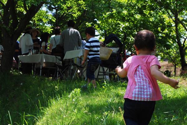 庭の風景と子ども
