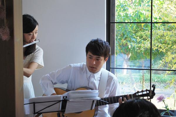 ギターの宇高靖仁さん