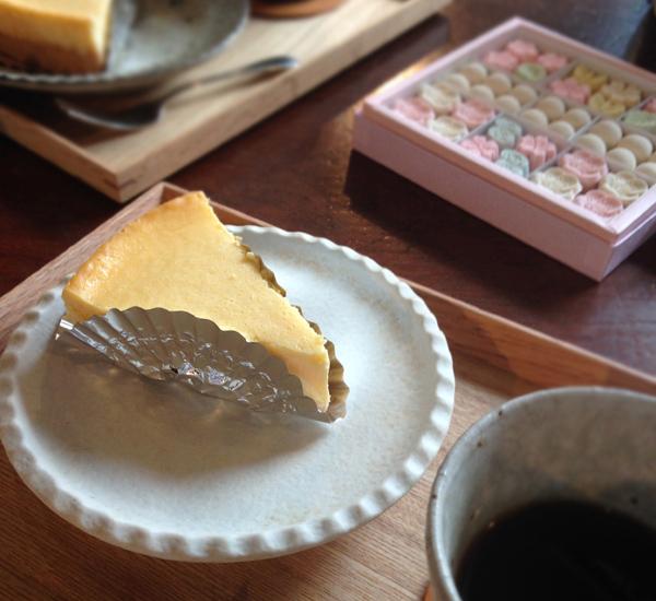 ばいこう堂の和三盆とチーズケーキ
