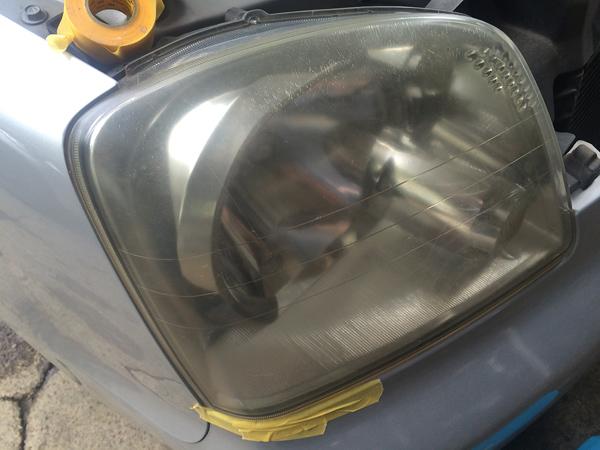 ヘッドライト磨き施工前