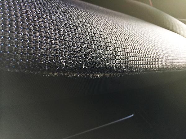 スズキ スイフトのシートの修理前