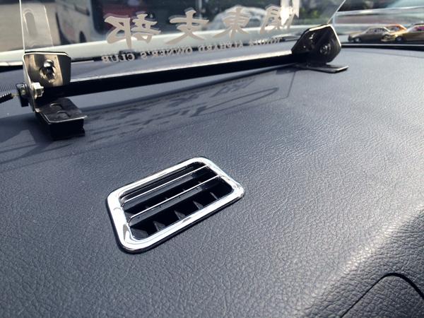 トヨタアルファード ダッシュボードの粘着汚れ